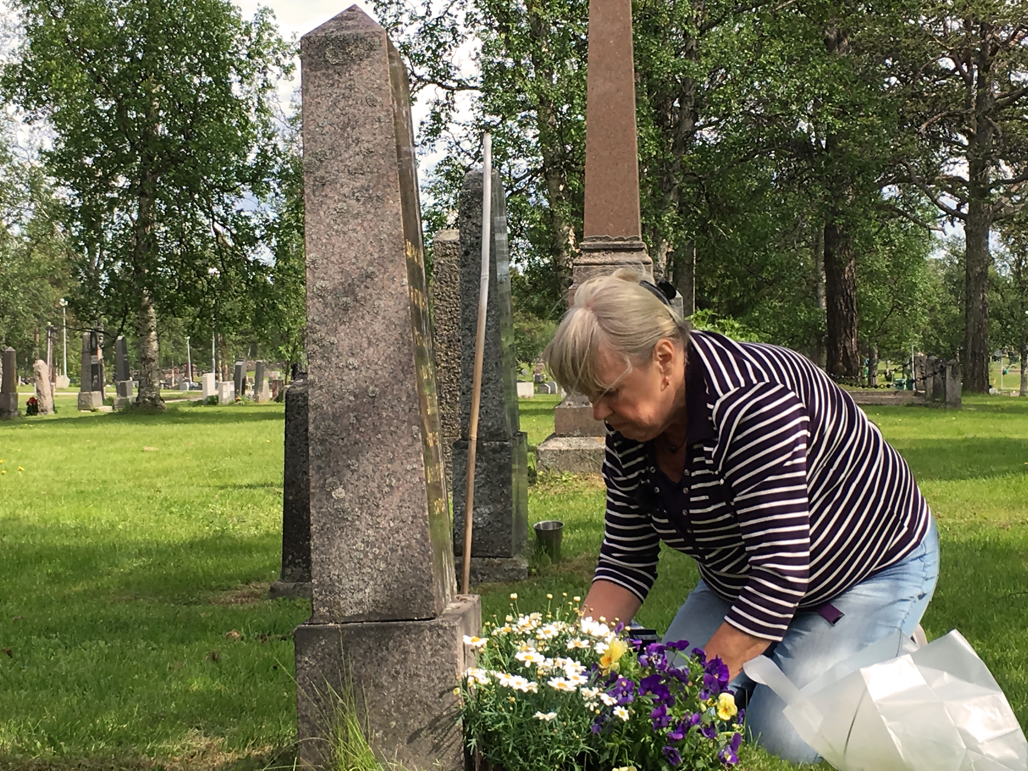 Vid graven mindre
